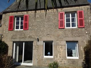 Lovely House next to the beach & Barfleur - Montfarville vacation rentals