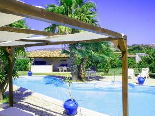 Gorgeous Villa in Catona with A/C, sleeps 10 - Catona vacation rentals