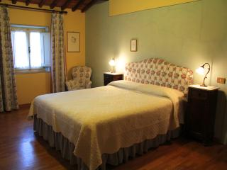 Midway Florence and (email: hidden)ractive prices - Massa e Cozzile vacation rentals