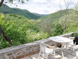 Perfect 2 bedroom Teramo House with Balcony - Teramo vacation rentals