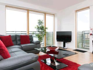 LUXURY 2 Bed Riverside Apartment Glasgow West End - Glasgow vacation rentals