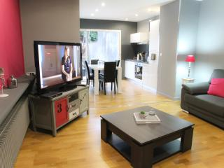 Cozy 2 bedroom Lens Townhouse with Internet Access - Lens vacation rentals