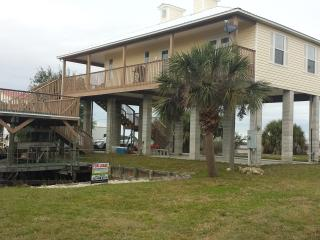 Cozy House with Deck and Internet Access - Horseshoe Beach vacation rentals