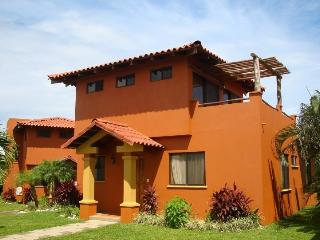 Nice Villa with Deck and A/C - Playa Junquillal vacation rentals