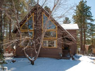 3 bed+Den Nakai Chalet  Luxury/furnishings , great location + hot tub - Flagstaff vacation rentals