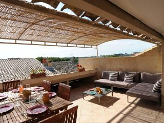 2 bedroom Villa with Internet Access in Villeneuve-les-Avignon - Villeneuve-les-Avignon vacation rentals