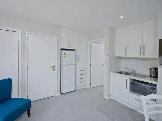 Nice 1 bedroom Mount Maunganui Condo with Internet Access - Mount Maunganui vacation rentals