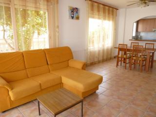 Cozy 3 bedroom House in Empuriabrava with Kettle - Empuriabrava vacation rentals