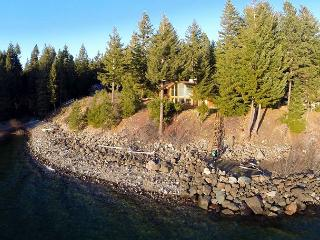 Spectacular Waterfront Winter Home, Amazing View, 5BD+Hot Tub, Wi-Fi, Slps16 - Ronald vacation rentals