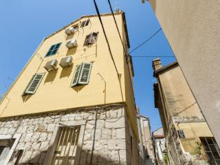 Historic City Centre Studio min from promenade - Split vacation rentals
