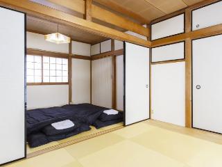 Tatami Room in Osaka by bathouse, Kyoto 15min - Osaka vacation rentals