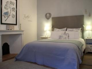 Double Room (Kingsized bed) Room No 2 - Le Cerisier, Charming Bed & Breakfast - St Genies de Fontedit - rentals