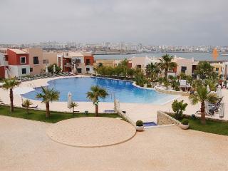 Quiet & spacious, close to centre, beach, pools - Ferragudo vacation rentals