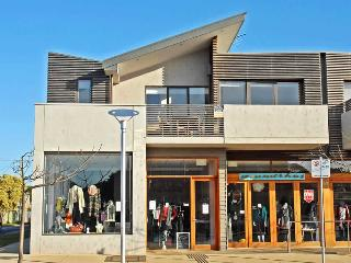 Bright 2 bedroom Barwon Heads Condo with Television - Barwon Heads vacation rentals