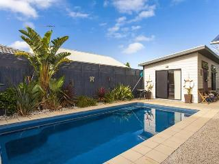 Perfect 1 bedroom Barwon Heads House with Shared Outdoor Pool - Barwon Heads vacation rentals