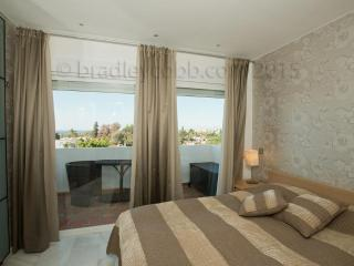 2 bedroom apt  in Royal Garden/Puerto Banus-RG - Puerto José Banús vacation rentals