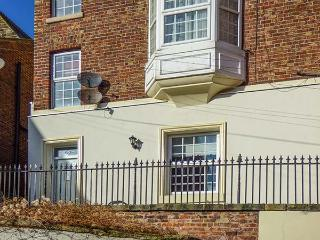 NUTSHELL, wet room, parking permit, seaside, romantic, quaint cottage in Whitby, Ref. 914037 - Whitby vacation rentals