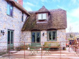 PLOUGH COTTAGE, thatched, enclosed patio, WiFi, Ref. 920041 - Somerton vacation rentals