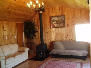 Charming 1 bedroom Cottage in Mayfield with Deck - Mayfield vacation rentals