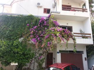 Nice Apartment with Television and Satellite Or Cable TV - Sumpetar vacation rentals
