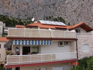Bright 2 bedroom Vacation Rental in Omis - Omis vacation rentals