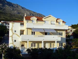 Cozy 2 bedroom Condo in Omis - Omis vacation rentals