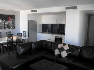 Beautiful 2 bedroom Condo in Surfers Paradise - Surfers Paradise vacation rentals