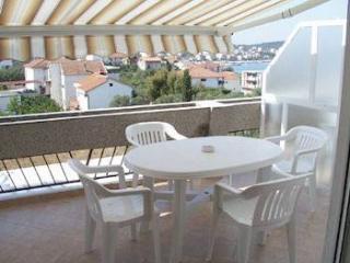 36062 A2(4+1) Plavi - Okrug Gornji - Okrug Gornji vacation rentals