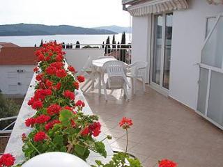 36062 A3(4+1) Ljubicasti - Okrug Gornji - Okrug Gornji vacation rentals