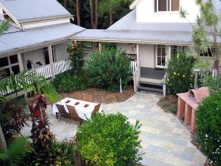 Asoho Guesthouse Federal - Federal vacation rentals