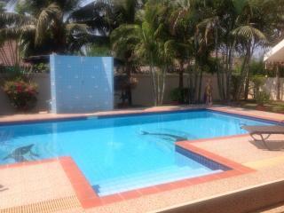 Mountain beach, 2 Bedroom private villa and pool. - Hua Hin vacation rentals