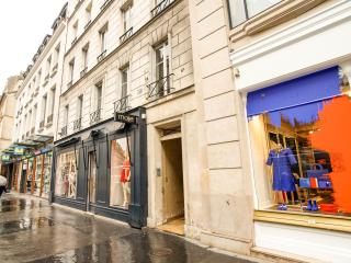 Genuine apartment St Germain des Prés Paris 06 - Plemy vacation rentals