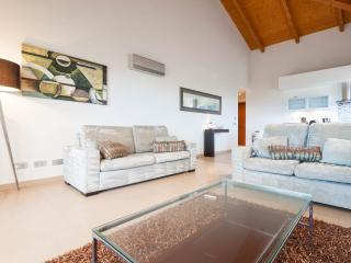 Three bedroom apartment with sea view - Luz vacation rentals