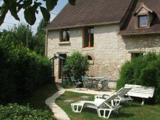 Nice Cottage with Private Indoor Pool and Hot Tub - Neons Sur Creuse vacation rentals