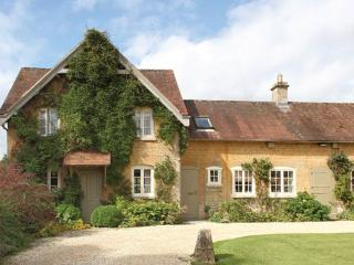 Nice 3 bedroom Shipton under Wychwood House with Internet Access - Shipton under Wychwood vacation rentals