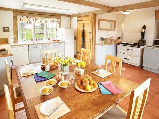 2 bedroom House with Internet Access in Pembridge - Pembridge vacation rentals