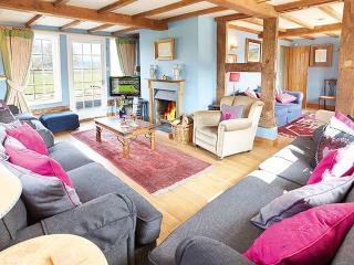 Lovely House with Internet Access and Tennis Court - Pembridge vacation rentals