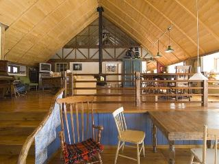 Century-old barn converted in strawbale house - Bromont vacation rentals