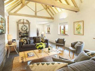 Nice 4 bedroom Barn in Southam - Southam vacation rentals