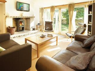 Spacious 4 bedroom Longborough House with Internet Access - Longborough vacation rentals