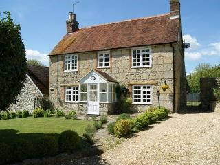 Charming House with Internet Access and Garden - Calbourne vacation rentals