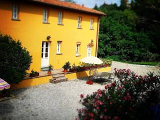 B&B ALLORO - Montecarlo vacation rentals