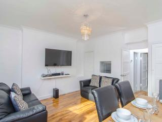 London 2 Bed Apartment in City of London - London vacation rentals