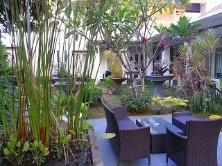 Bright 10 bedroom Guest house in Panakkukang with A/C - Panakkukang vacation rentals