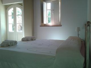 Comfortable B&B in Montecarlo with Garden, sleeps 16 - Montecarlo vacation rentals