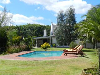 The 3 Palms Cottage, 1.5km's from the beach - Noordhoek vacation rentals
