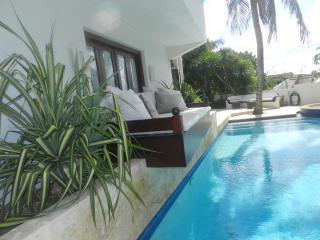 Villa Sutherland (No Bolivares, cash) - Willemstad vacation rentals