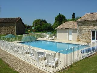 Nice Gite with Internet Access and Central Heating - Maisonnay vacation rentals
