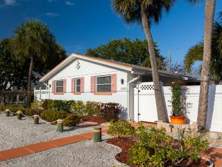 Happy Turtle - 60 Steps from the Beach! - Bradenton Beach vacation rentals