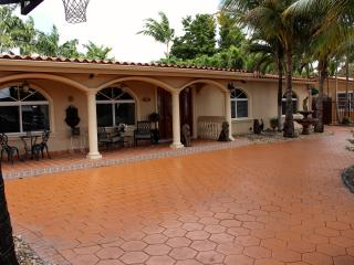 Nice Private room with Internet Access and Parking - Miami vacation rentals